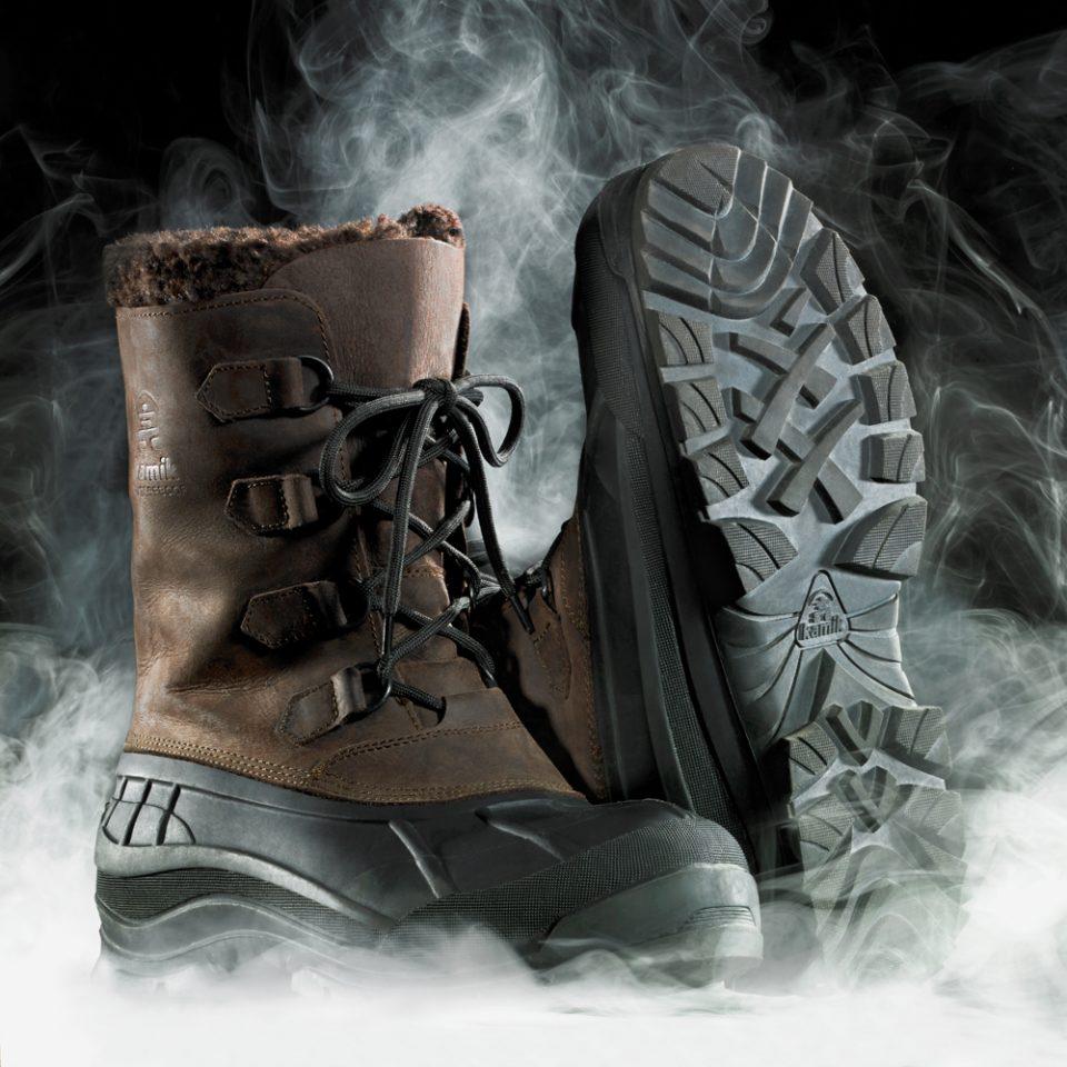 Ambiente mit Kamik Canadian Boots Winterstiefeln und Nebel mit besonders gut sichtbarem Schuhprofil