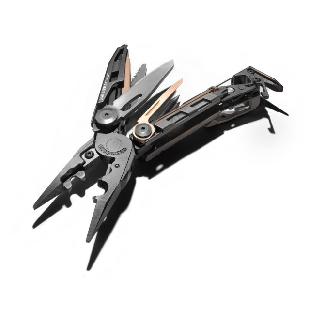Leatherman Black Edition MUT mit Schlagschatten