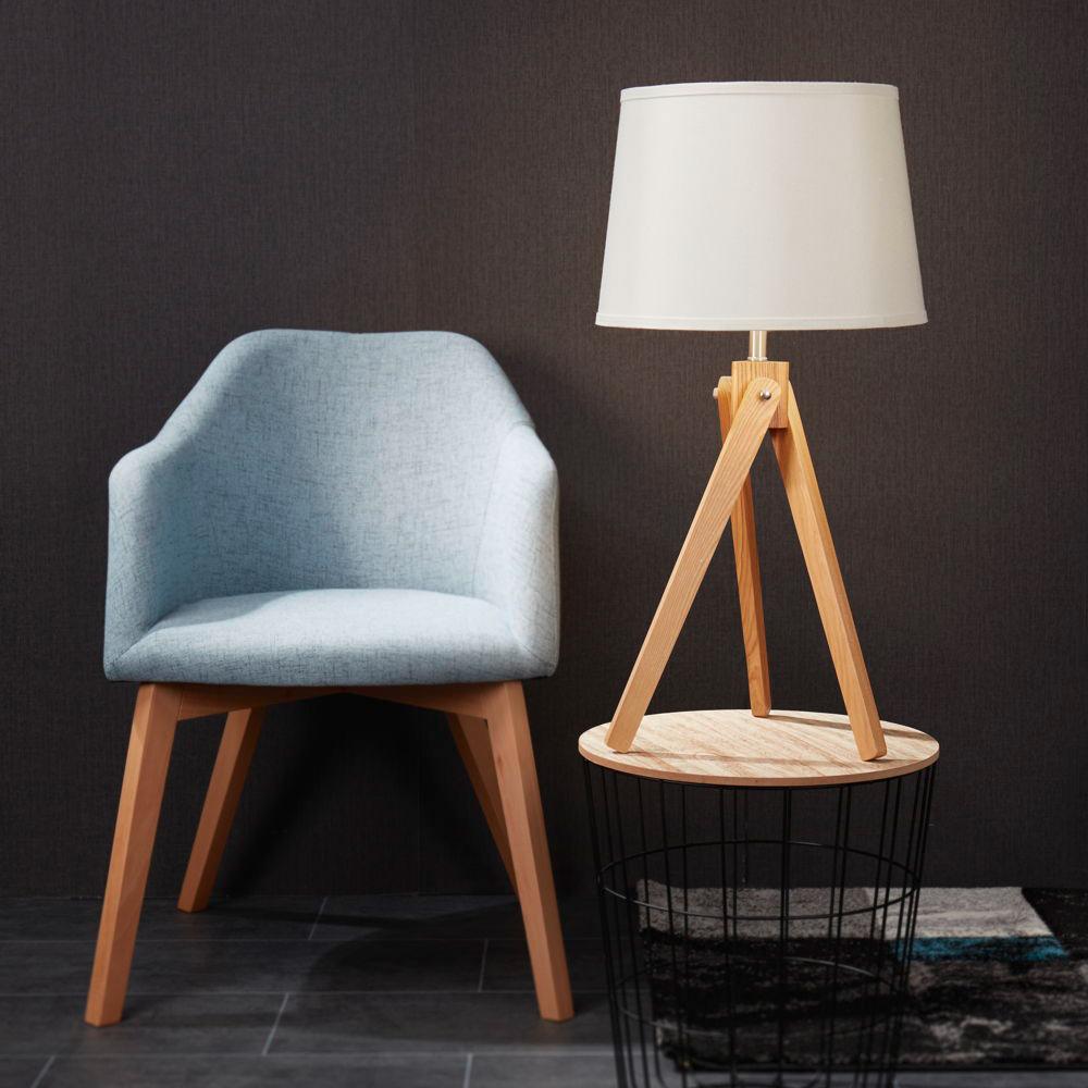 Ambiente mit My Light Tischleuchte und Sessel mit Lichtschein